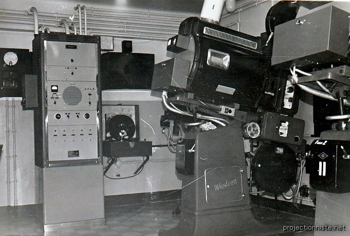 photos anciennes de projecteur cinema 35 mm. Black Bedroom Furniture Sets. Home Design Ideas